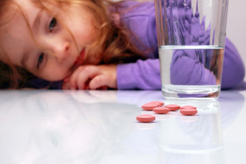 little-girl-with-pills