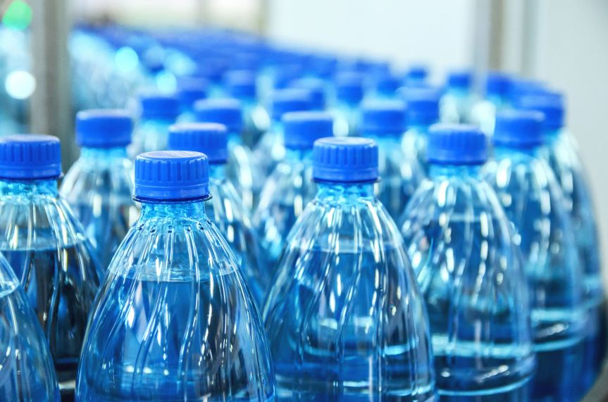 You're Not Still Drinking From Plastic Water Bottles, Are You?  If You Are, Reading This Is Urgent!